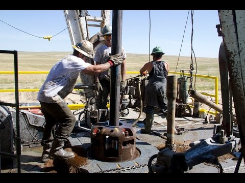 Oil rig roughnecks at work. Respect to anyone who does this... truly badass