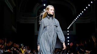 Ide Rochas untuk Musim Gugur di Paris Fashion Week 2018