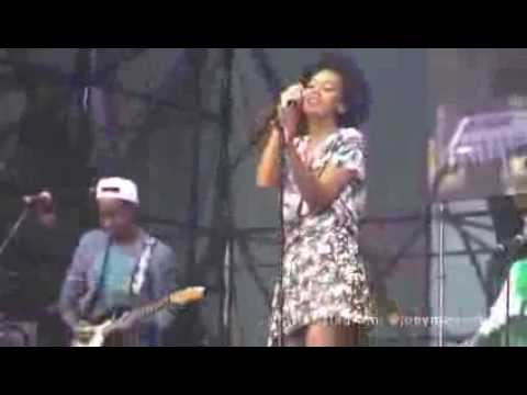 "Solange - ""T.O.N.Y"" & ""Locked In Closets"" (Live @ Made In America With Beyonce Looking On)"