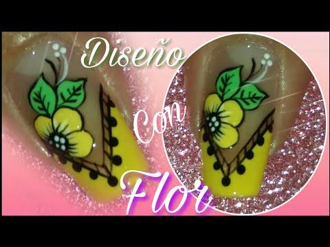 Decoracion de uñas - Decoración de uñas con flor en amarillo