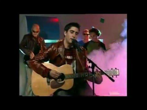 Alex Ubago video Qué pides tú? - Estudio CM 2004