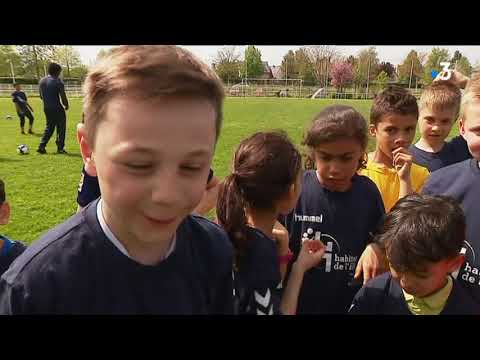 Les joueurs du Racing de Strasbourg entraînent les enfants d'Illkirch à la FAIG