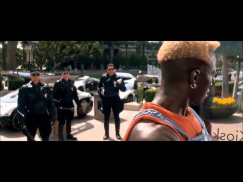 Just rewatched 'Demolition Man' and it looks like Wesley Snipes is having the time of his life playing Simon Pheonix