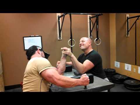 Arm wrestling Bodybuilder vs Arm Wrestler
