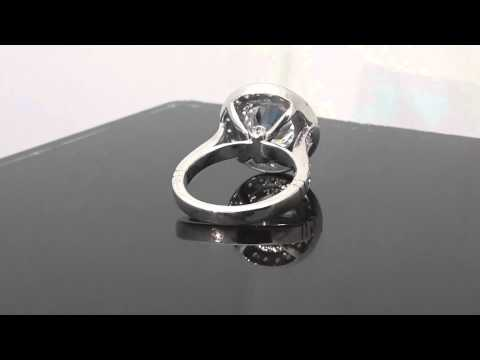 18k white gold Big round halo solitaire engagement ring