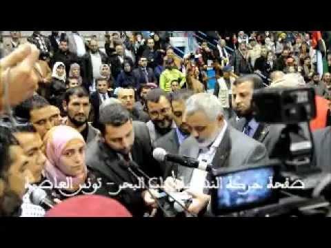 """بالفيديو والصور.. فرنسية تشهر إسلامها أمام """"هنية"""" في تونس"""