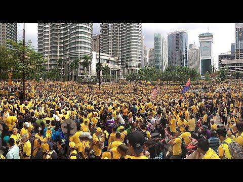 Bersih 5.0: Rally-goers gathering at Menara KLCC