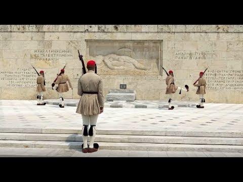 Les Evzones - Relève de la Garde Grecque à Athènes