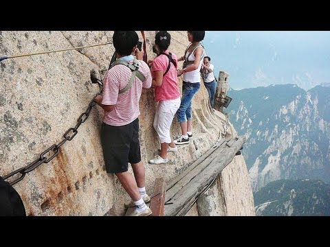 hiking on mount hua shan