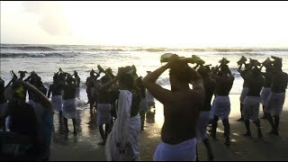 Devotees throng the Varakkal beach in Kozhikode to perform the ritual for the departed on the occasion of Karkkida Vavu.Subscribe to Times Of India's Youtube channel here: http://goo.gl/WgIatuAlso Subscribe to Bombay Times Youtube Channel here: http://goo.gl/AdXcgUSocial Media Links: Facebook : https://www.facebook.com/TimesofIndiaTwitter : https://twitter.com/timesofindiaGoogle + : https://plus.google.com/u/0/+timesindia/posts