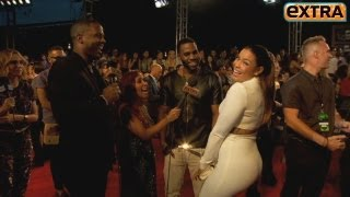 'Extra' Raw! Twerking and Singing on the VMAs Red Carpet