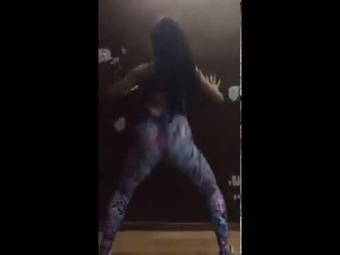 DAAAYUM: WHITE GIRL CAN DROP DAT AZZ!