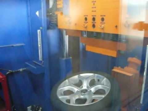 Испытание автомобильного диска WSP Italy W667 HOTBIRD X5 на удар обода (BMW)