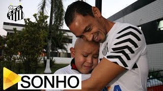 Miguel tinha um sonho de conhecer o elenco do Santos FC e principalmente o seu ídolo Ricardo Oliveira. Confira como foi a realização desse desejo.Inscreva-se na Santos TV e fique por dentro de todas as novidades do Santos e de seus ídolos! http://bit.ly/146NHFUConheça o site oficial do Santos FC: www.santosfc.com.brCurta nossa página no facebook: http://on.fb.me/hmRWEqSiga-nos no Instagram: http://bit.ly/1Gm9RCSSiga-nos no twitter: http://bit.ly/YC1k82Siga-nos no Google+: http://bit.ly/WxnwF8Veja nossas fotos no flickr: http://bit.ly/cnD21USobre a Santos TV: A Santos TV é o canal oficial do Santos Futebol Clube. Esteja com os seus ídolos em todos os momentos. Aqui você pode assistir aos bastidores das partidas, aos gols, transmissões ao vivo, dribles, aprender sobre o funcionamento do clube, assistir a vídeos exclusivos, relembrar momentos históricos da história com Pelé, Pepe, e grandes nomes que só o Santos poderia ter.Inscreva-se agora e não perca mais nenhum vídeo! www.youtube.com/santostvoficial-------------------------------------------------------------** Subscribe now and stay connected to Santos FC and your idols everyday!http://bit.ly/146NHFUVisit Santos FC official website: www.santosfc.com.brLike us on facebook: http://on.fb.me/hmRWEqFollow us on Instagram: http://bit.ly/1Gm9RCSFollow us on twitter: http://bit.ly/YC1k82Follow us on Google+: http://bit.ly/WxnwF8See our photos on flickr: http://bit.ly/cnD21UAbout Santos TV: Santos TV is the official Santos FC channel. Here you can be with your idols all the time. Watch behind the scenes, goals, live broadcasts, hability skills, learn how the club works, exclusive videos, remember historical moments with Pelé, Pepe and all of the awesome players that just Santos FC could have. Subscribe now and never miss a video again! www.youtube.com/santostvoficial