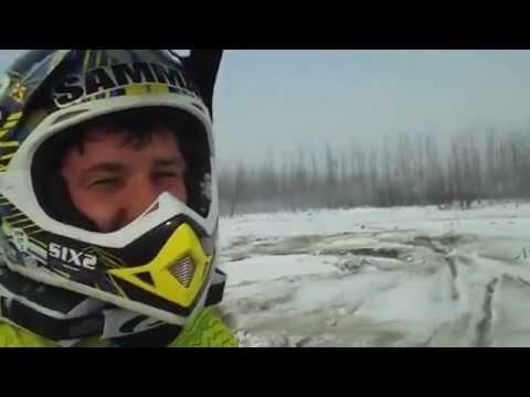 Sulla neve con la moto da cross