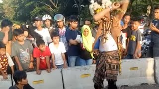 Video ngeri pertunjukan bang dayak kebal golok ( pulo gebang ) MP3, 3GP, MP4, WEBM, AVI, FLV Mei 2018