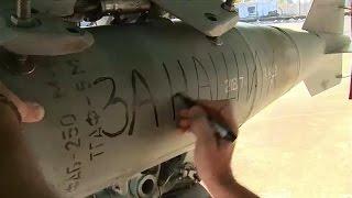 """Rosjanie zrzucają na Syrie bomby z dedykacją """"za Paryż""""."""