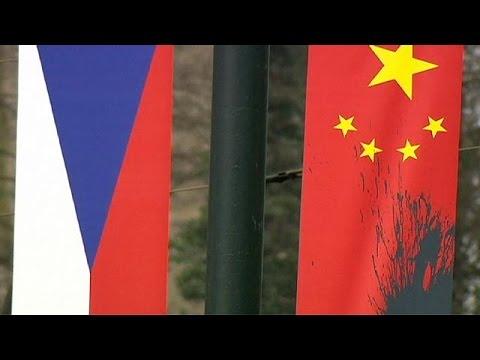 Επεισοδιακή η άφιξη του Σι Τζινπίνγκ στην Πράγα