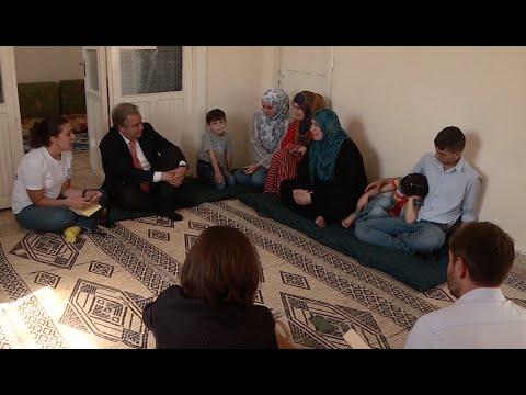المفوض السامي يزور أسراً سورية ترأسها نساء في الأردن