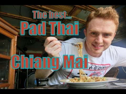 Eating the best Pad Thai ever in Chiang Mai, Thailand