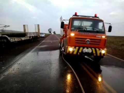 Palotina: Carreta com destino ao Matogrosso é destruída pelo fogo próximo ao São Camilo