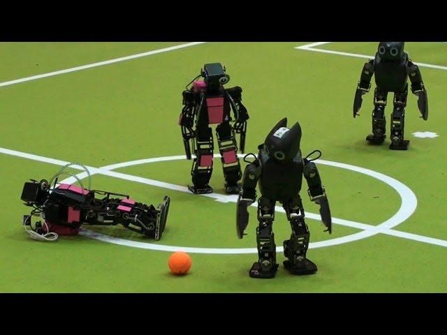 Robot đá bóng