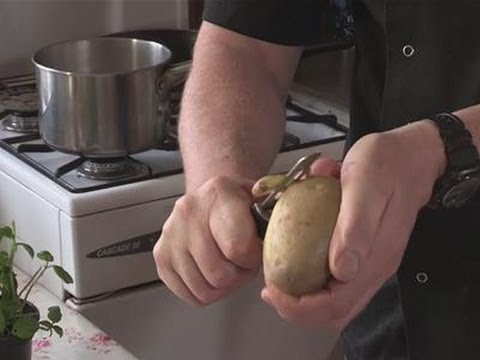 Food Peeler - This guide shows you How To Use Your Potato Peeler Watch This and Other Related films here: http://www.videojug.com/film/how-to-use-a-potato-peeler Subscribe...
