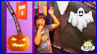 Ryan in Halloween Box Fort Maze Challenge Pretend Play!!!!