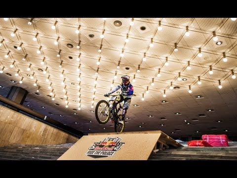 Downhill MTB through a Palace - Red Bull Ride the Palace 2012 Bulgaria (видео)
