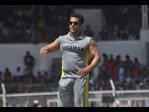 sharman joshi cricket - Salman Khan was spotted playing cricket for charity. At the event were present many Bollywood celebs such as 'Dabangg' director Arbaaz Khan, 'Comedy Circus' ...