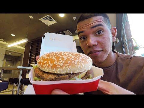 Provando o HAMBÚRGUER MAIS FAMOSO DO MUNDO pela primeira vez | McDonald's