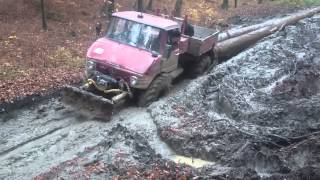 Download Lagu Mercedes Unimog pull heavy logs Mp3