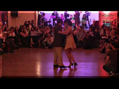 Pequeños pero grandes bailarines de tango  En Milonga del Angel, Buenos Aires