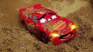Video Tayo The Little Bus and Disney Cars 3 Toys Lightning McQueen slide into mud water. | Shim MP3, 3GP, MP4, WEBM, AVI, FLV Agustus 2018