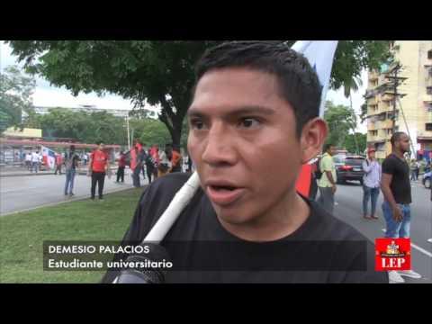 Universitarios trancan vía por conflicto en Barro Blanco.
