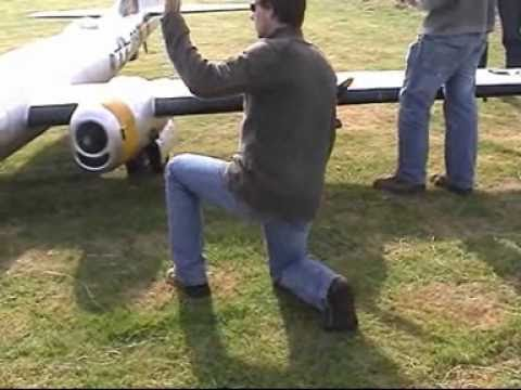 radio controlled - A friend show me this greate video and I want it to share with you this, is the Worlds Largest Model RC Plane I ever see. [from www.metacafe.com]