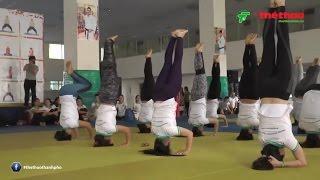 Lễ bế giảng Lớp đào tạo hướng dẫn viên và huấn luyện viên Hatha Yoga cũng đã diễn ra tại Nhà tập luyện Phú Thọ số 219 Lý Thường Kiệt, Quận 11 với sự hiện diện của lãnh đạo Sở VH-TT TPHCMNội dung khóa học lần này được chia làm 6 bài giảng, bao gồm: Lịch sử môn Yoga và sự phát triển ở Việt Nam, 12 điều khuyên quan trọng và trách nhiệm người dạy Hatha Yoga do thầy Nguyễn Văn Phương trực tiếp giảng dạy, ứng dụng sinh lý học trong tập luyện Hatha Yoga, dinh dưỡng người tập Hatha Yoga cơ bản, nâng cao và trị liệu. luật thể dục thể thao ứng dụng trong Hatha Yoga, Hatha Yoga cơ bản, nâng cao và bài tập trị liệu.Yoga là bài tập tại nhà cho mọi người  giúp giảm mỡ bụng cải thiện chức năng của não, xương...hiện tại phim kungfu yoga đang được đón xem trên khắp thế giới.Video được sản xuất bởi Báo thể thao thành phố Hồ Chí MinhFacebook:  https:// facebook.com/thethaothanhpho/ Website: https:// thethaohcm.vnNhấn nút đăng kí để liên tục cập nhật những tin tức thể thao mới nhất ở trong và ngoài nước.Cám ơn bạn đã quan tâm Báo Thể Thao Thành Phố HCM