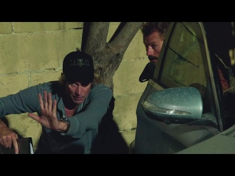 13 Hours: The Secret Soldiers of Benghazi (Featurette 'Bay and the Military')