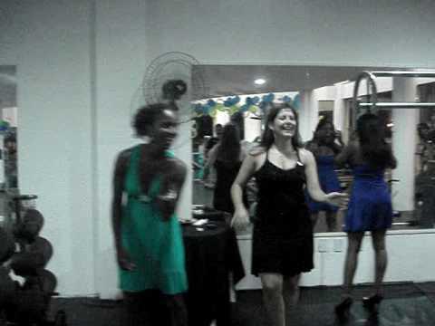 Professoras dando aula de dança na inauguração da Protector em Esteio