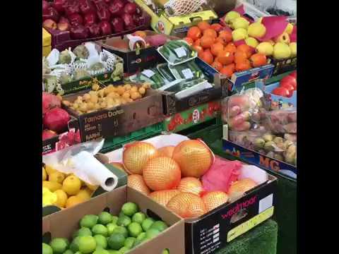 LONDON Daily Market (Fulham) UK spending on the street