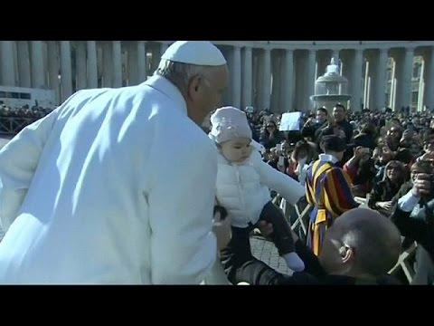 Δεκάδες χιλιάδες πιστοί στο Βατικανό για τον Άγιο Πίο