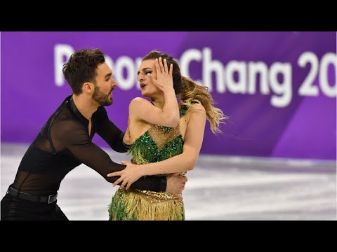 French Figure Skater Finishes Despite Wardrobe Malfunction (видео)