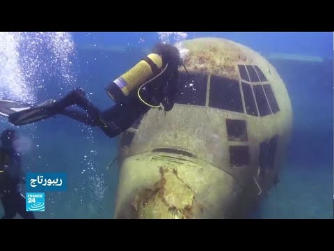 العرب اليوم - شاهد: طائرة تحت الماء لجذب الغواصين في خليج العقبة