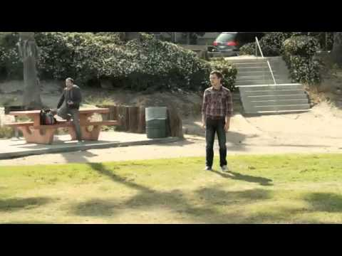 Wilfred Season 1 (Clip 'Frisbee Catch')