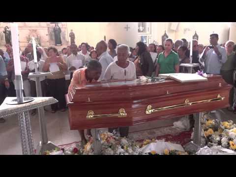 Católicos feirenses lotam a Catedral para acompanhar sepultamento de Dom Silvério