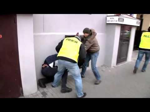 Policja bije