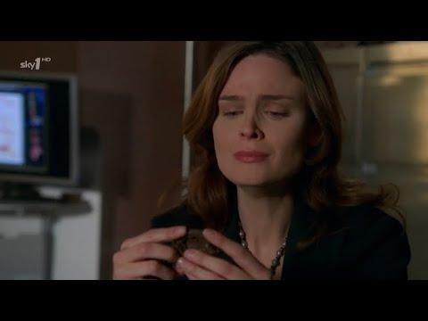 Bones 1x22 - Brennan identifies her mother's remains