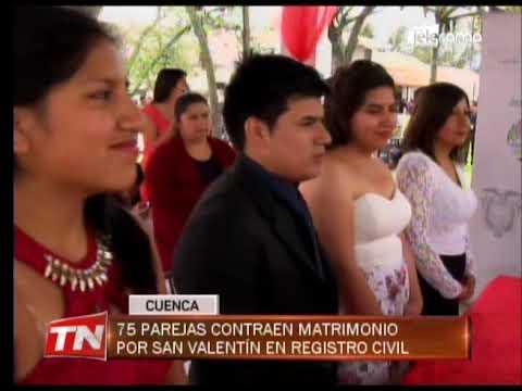 75 parejas contraen matrimonio por San Valentín en registro civil