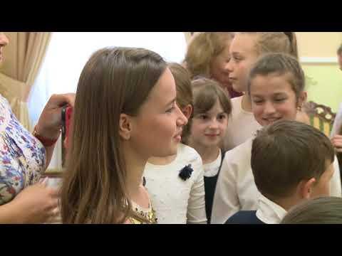 Elevii gimnaziului din Sadova în vizită la Președinție și Reședința de la Condrița