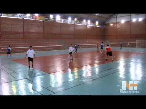 Jogadores de Badminton se preparam para competição em Caçador